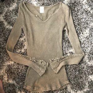American age Crochet sleeve faded top